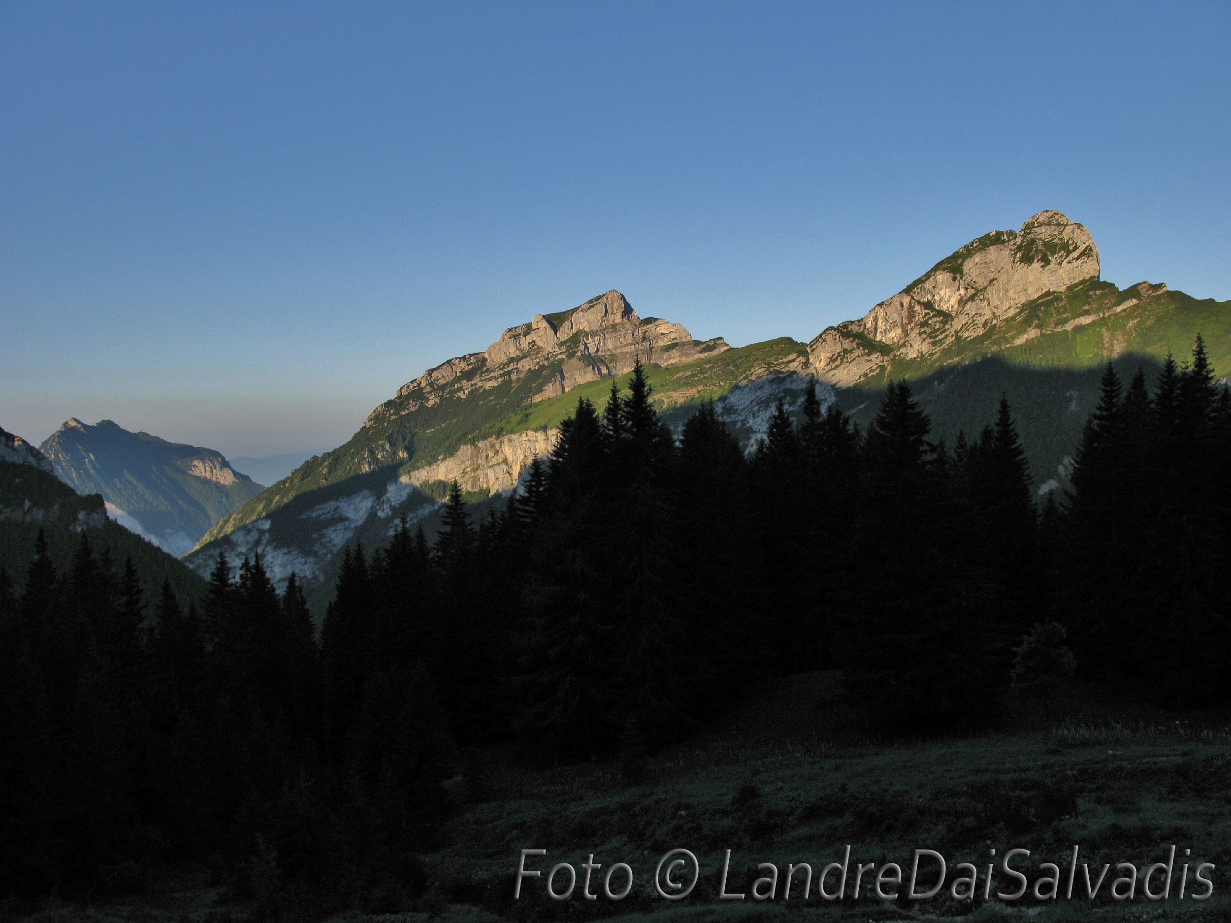 Alba dal Rif. Maniago su Monti Borgà e Palazza.