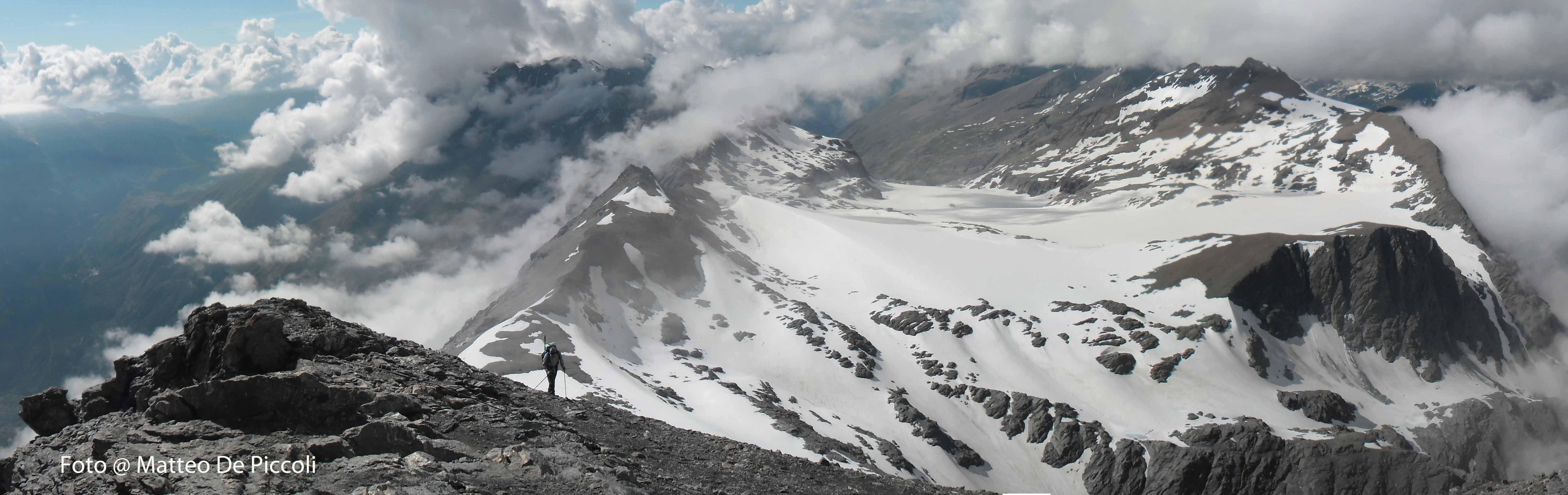 Sajjad sulla cresta Est e il ghiacciaio appena superato