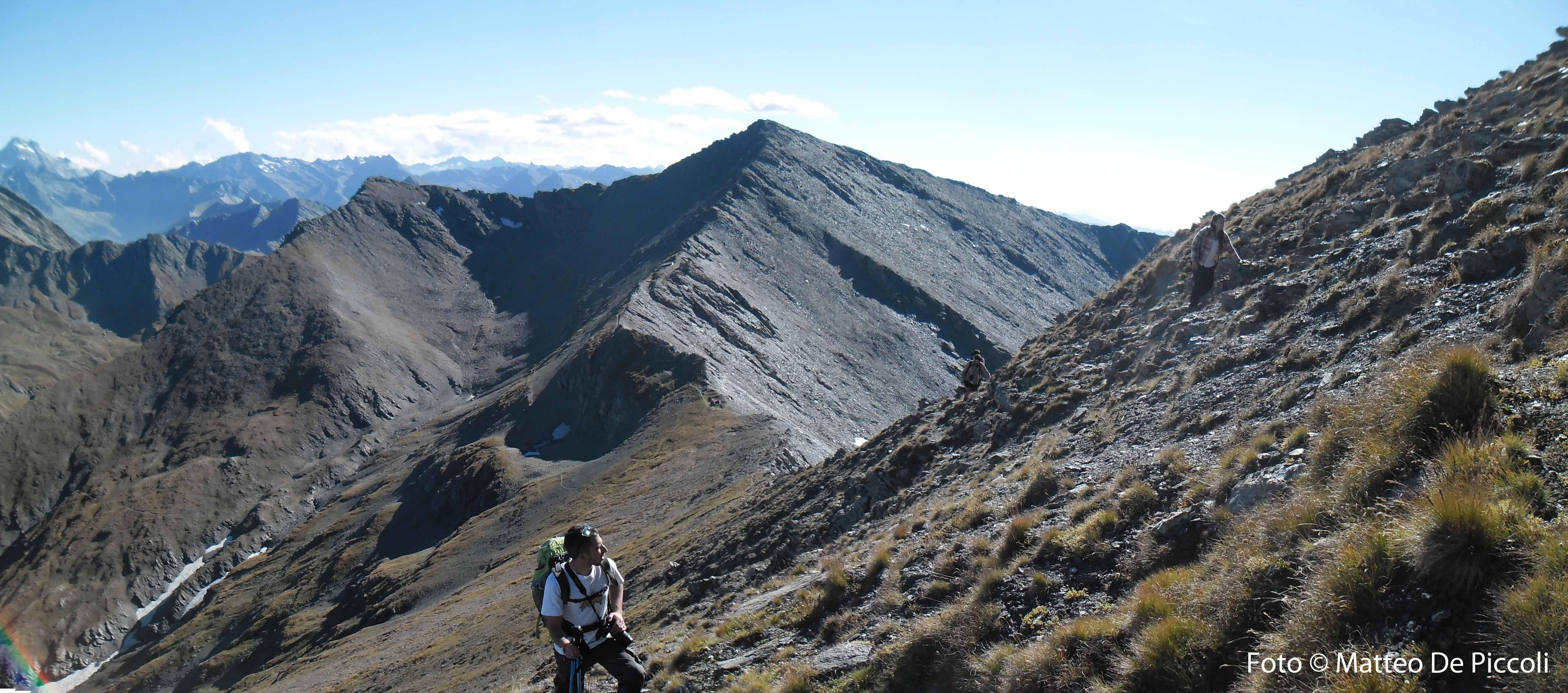 Salento a cima Frappier, è evidente il percorso intrapreso: dalla valle sottostante si risale il catino verso Punta Rasin e poi si percorre tutta la cresta