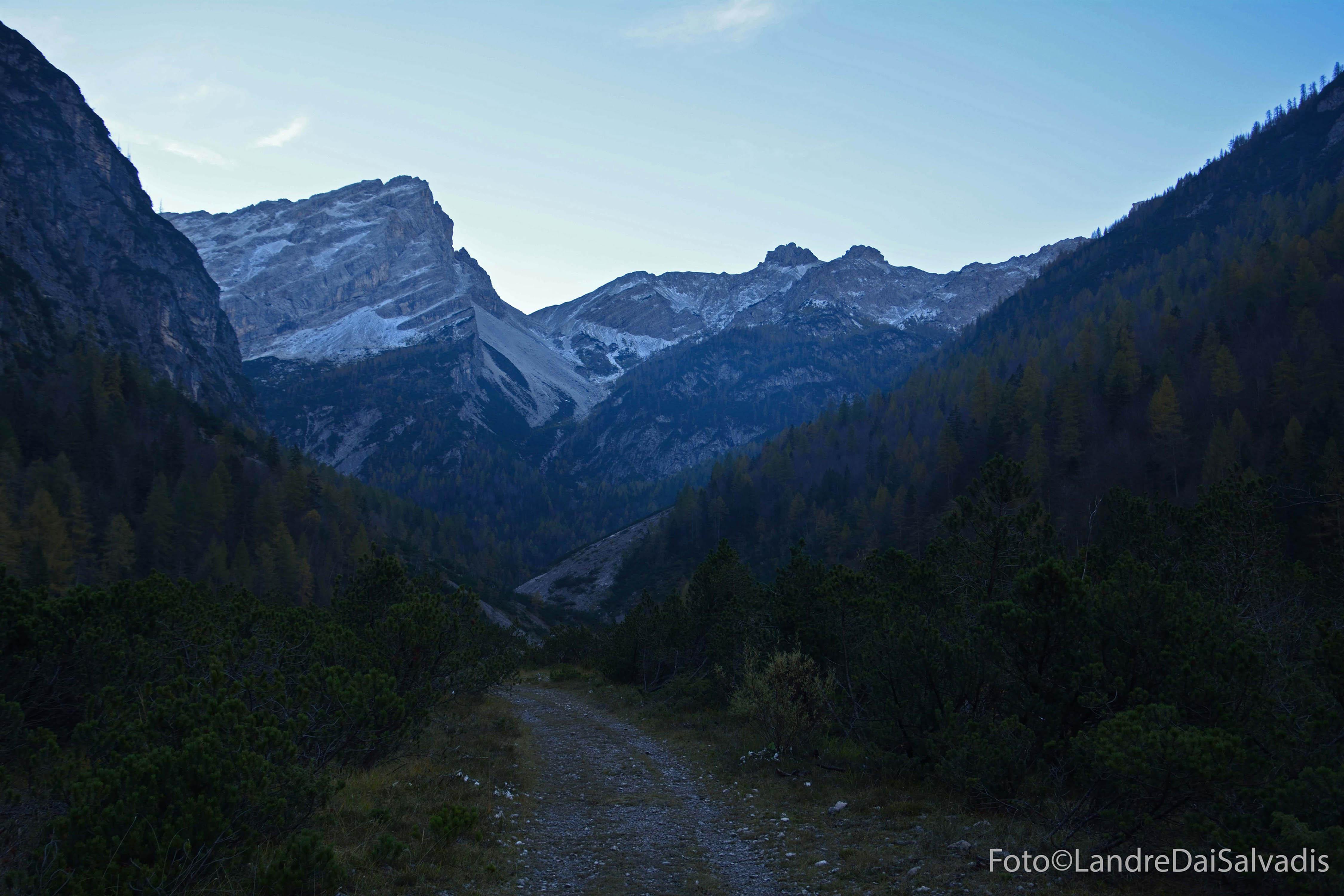 Croda Pramaggiore e cima Cadin dalla Val Postegae.