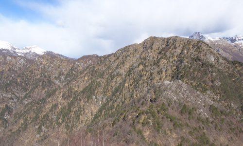Sulle creste de Las Tavuelas; un anello sopra l'alto corso dell'Arzino