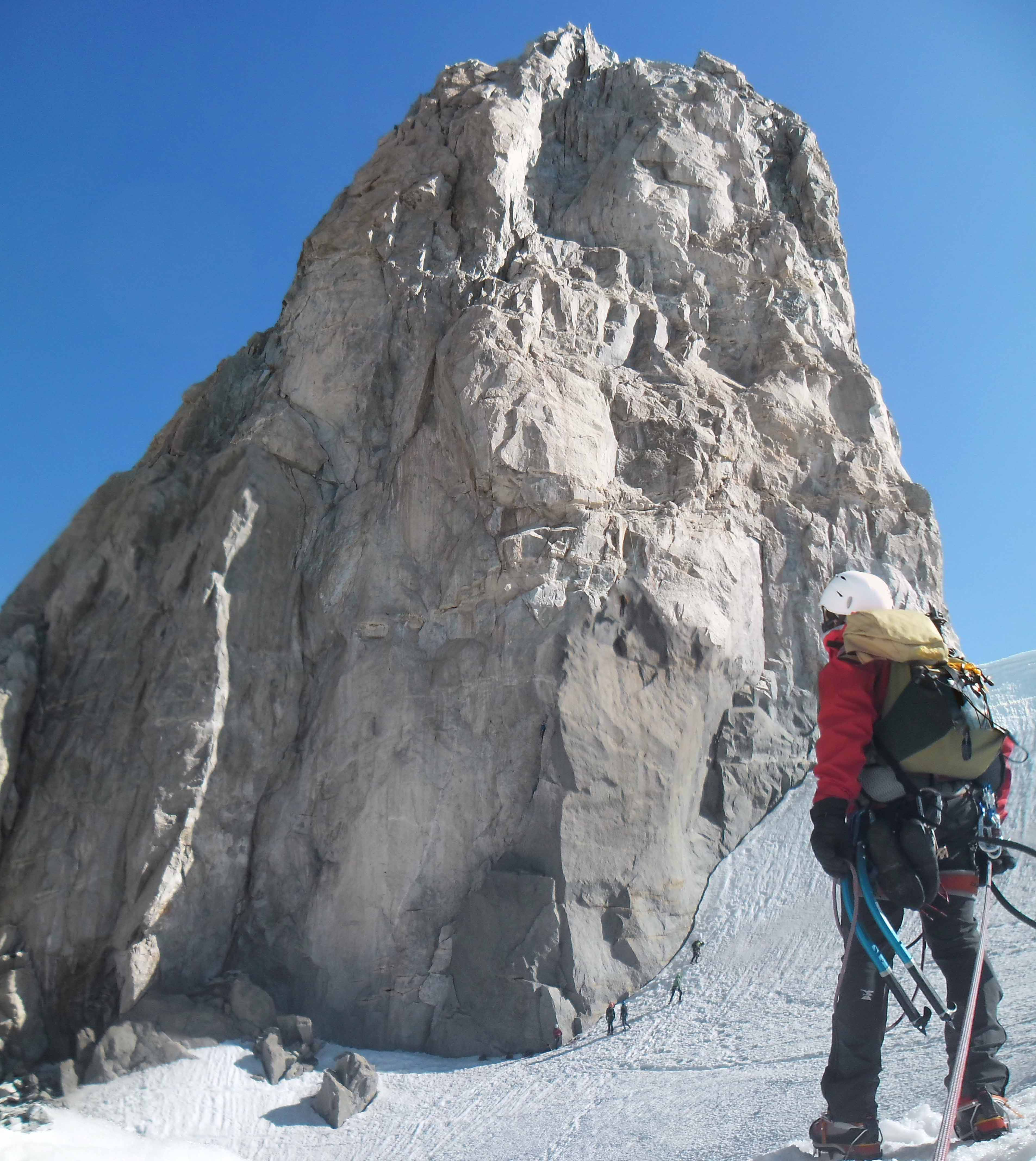 La parete Sud del Dente del Gigante, arrivati alla gengiva. L''attacco a sx