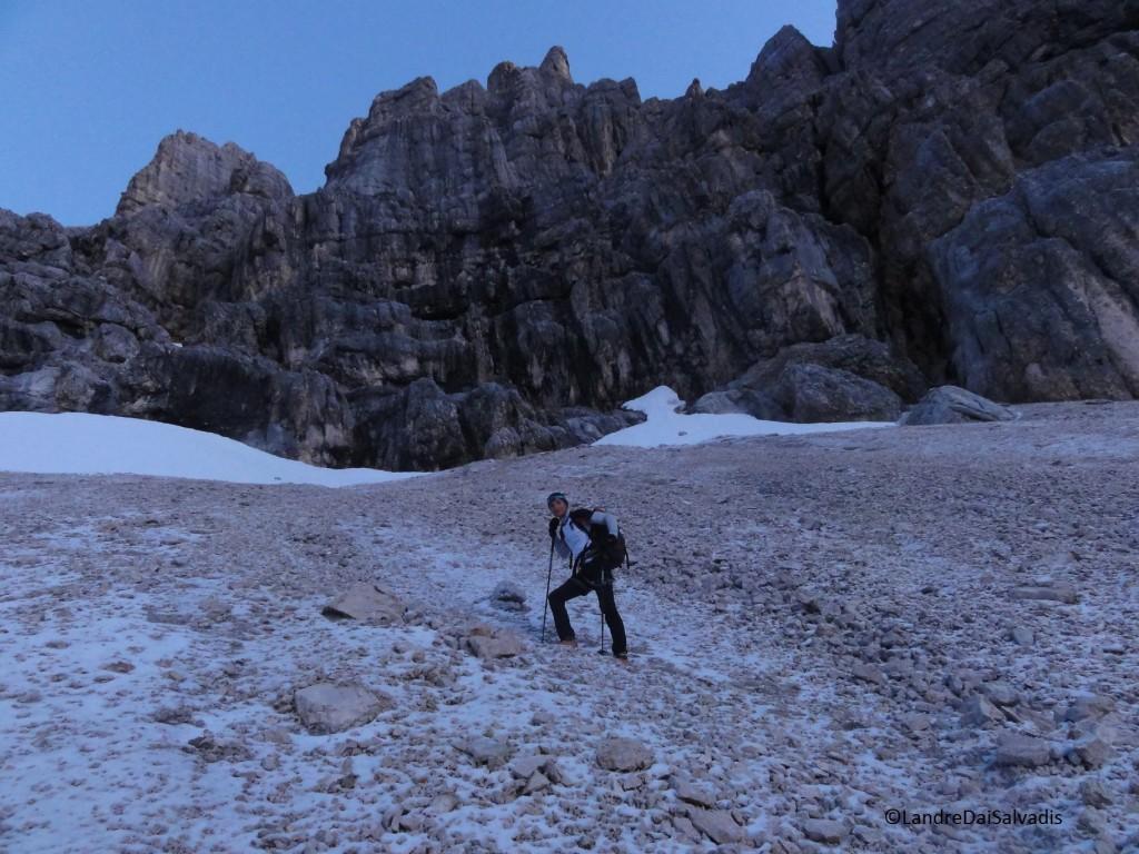 La mattina risaliamo il ghiaione ghiacciato