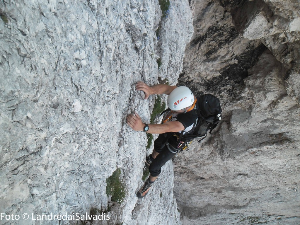 Non mancano i punti esposti, l'arrampicata non è mai troppo difficoltosa ma non molla