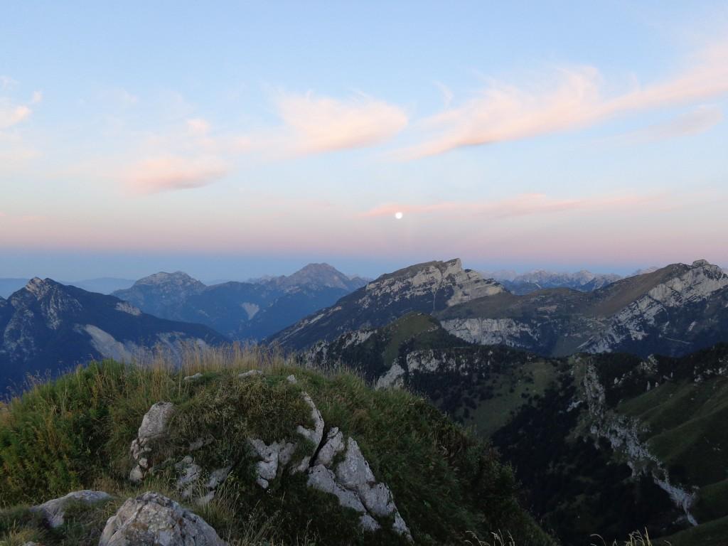 La luna tramonta a ponente