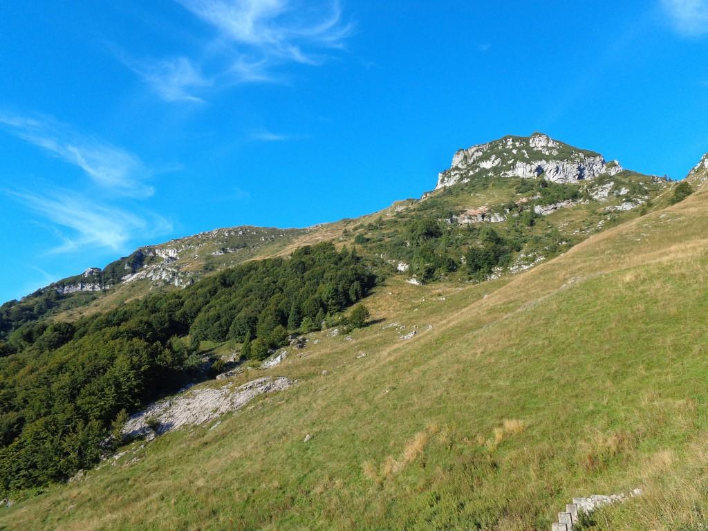 I pendii sotto la cresta del Lodina