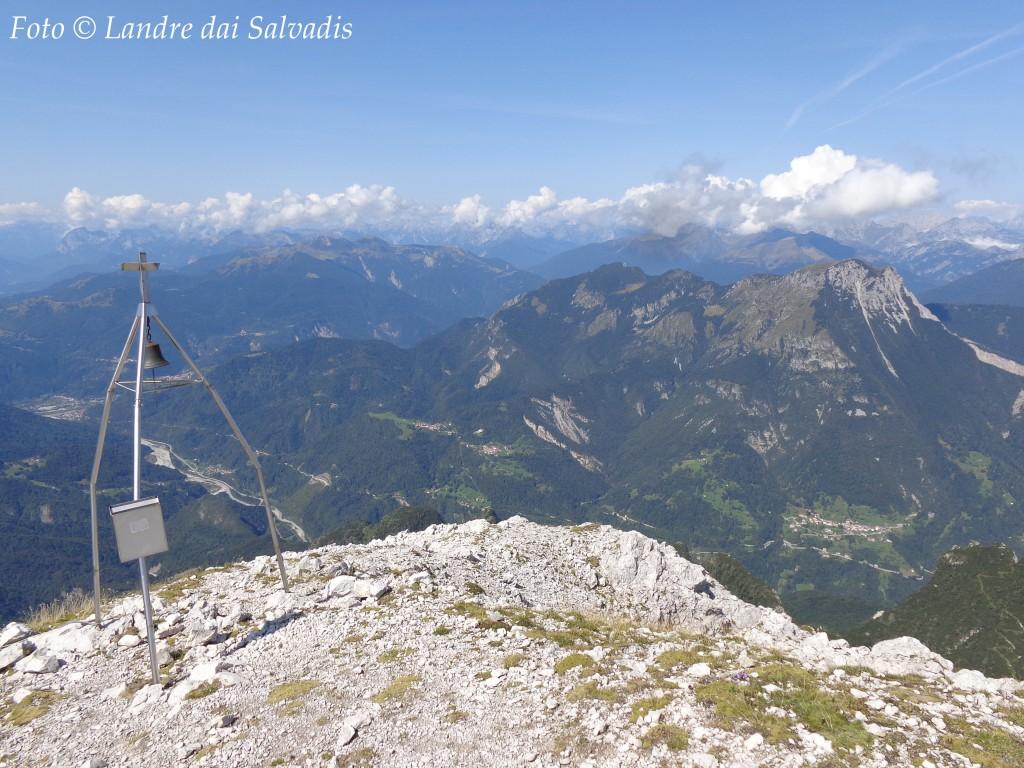 Dalla cima principale, verso la Val d'Incarojo e il massiccio del Tersadia