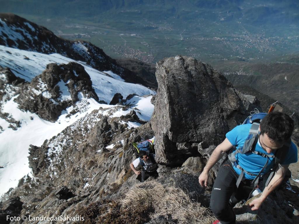 Passaggi in cresta, l'esposizione non è mai eccessiva e la roccia buona