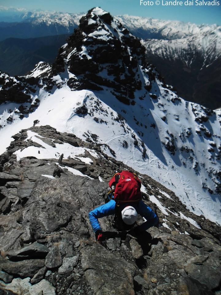 Ultimi tratti di facile arrampicata per la cima Nord