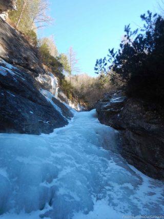 Poi il flusso continua e lo seguiamo fino al sentiero su difficoltà decrescenti